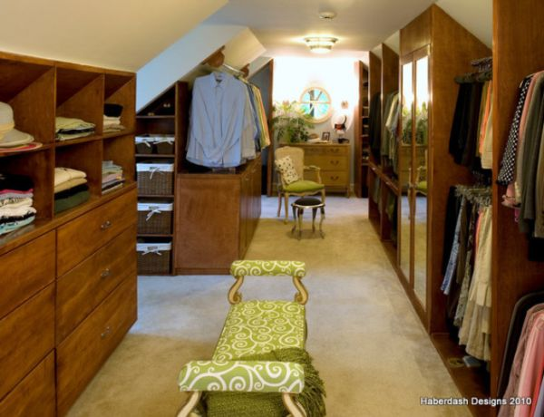 Ahşap Giysi Odası