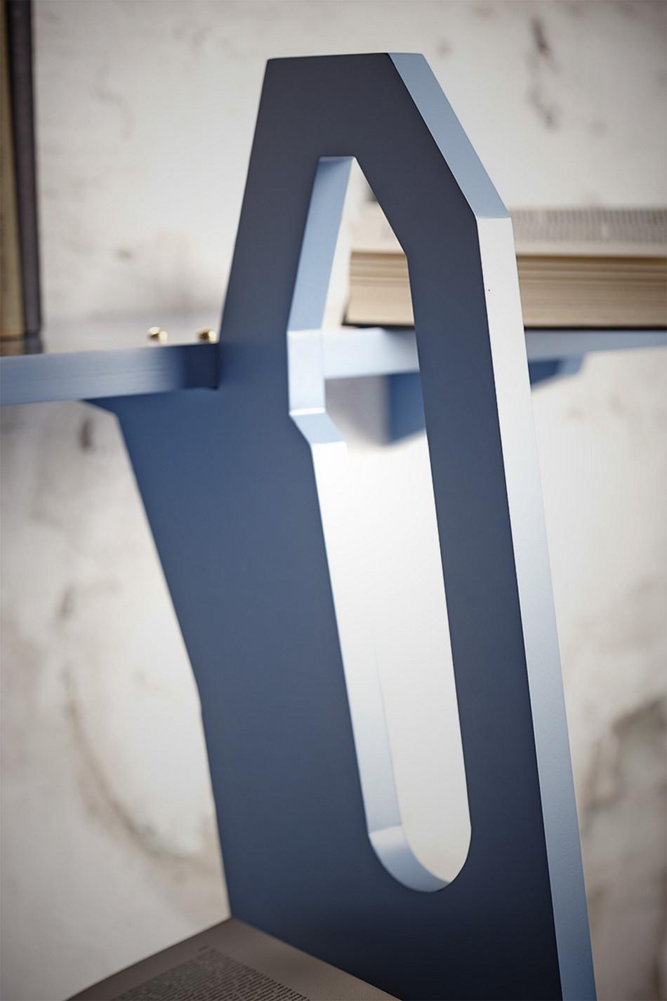 Mavi Ahşap Merdiven