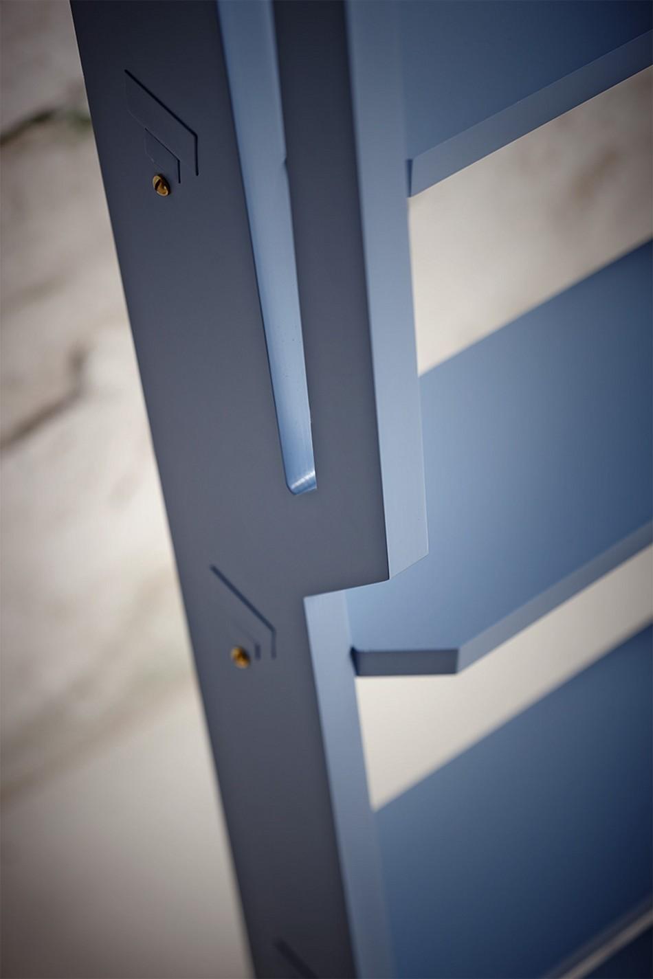 Mavi Kitaplık Merdiveni